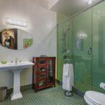 Bathroom Queen Room